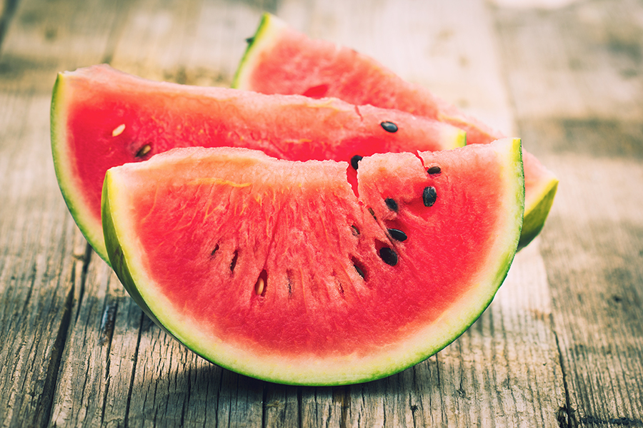 8 Summer Foods That Will Help You De-Bloat Fast